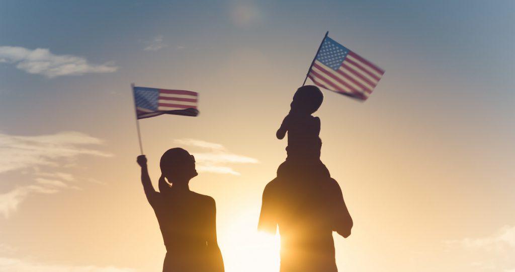 Obtener la ciudadanía americana por nacimiento o naturalización