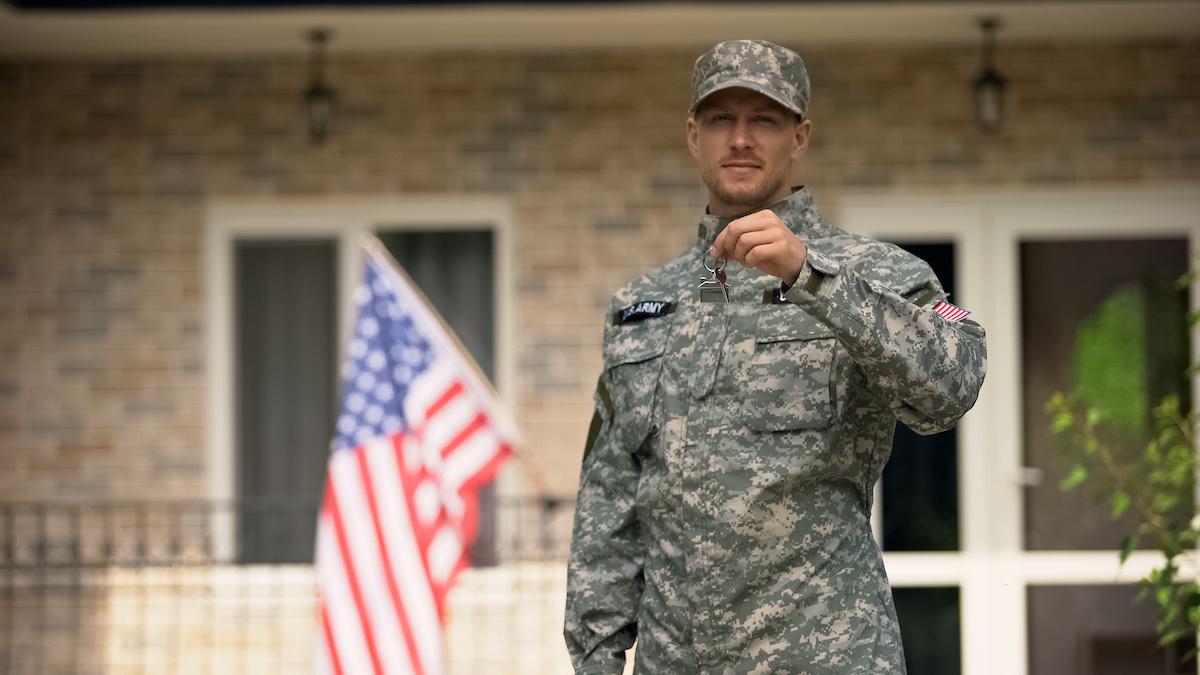 Los beneficios para militares, activos y veteranos, y sus familiares E.U.A.