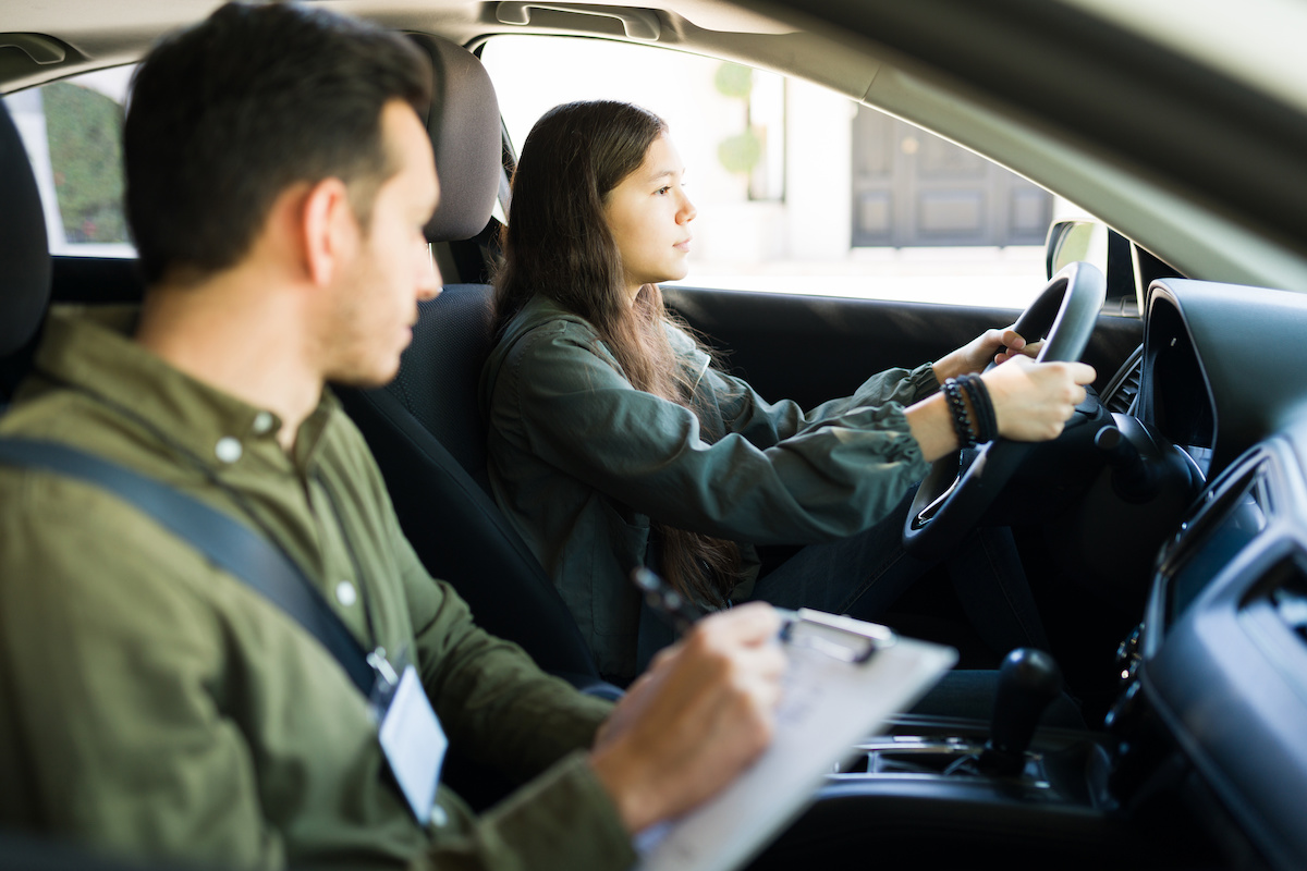 Aprende cuáles son los requisitos y el procedimiento para obtener tu licencia de conducir americana